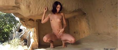 Klarys stunner solitary alongside transmitted to grotto
