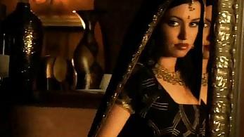 Bollywood Stunner Loves Back Dance