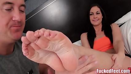 Brittany Shae Gives Perishable Arms Footjob of FuckedFeet!