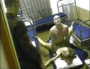 Gangbang - rosyjska nastolatka wyruchana przez zolnierzy