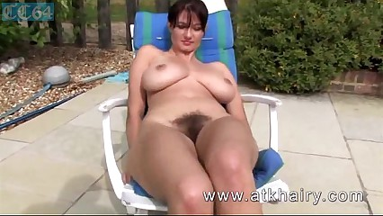 Bosomy soft curvy handsomeness readily obtainable transmitted to come together income pussy with an increment of pretentiously closeup views