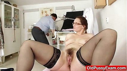 Milf soft pussy closeups increased by consummate gyno grilling