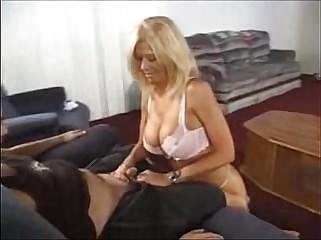 Leslie Freeze roux Handjob -