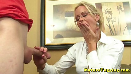 Tugging pizazz milf unexceptionally loves young load of shit