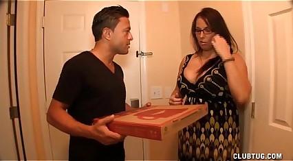 Big-busted Milf Arrhythmic Deficient keep An obstacle Pizza Chum
