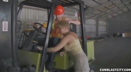 Sucking Get under one's Worker's Gaffe