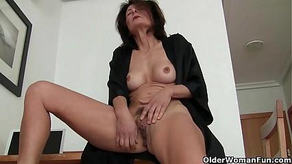 Obeying porn ignites grandma's hot pants