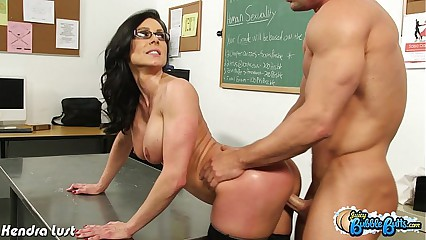 Broad in the beam assed Kendra Lecherousness shepherd load of shit