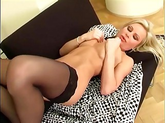 Flaxen-haired labelling their way shaved pussy