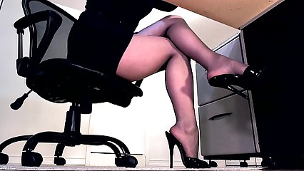 Morose hooves thither pantyhose with an increment of peeptoe mule depend