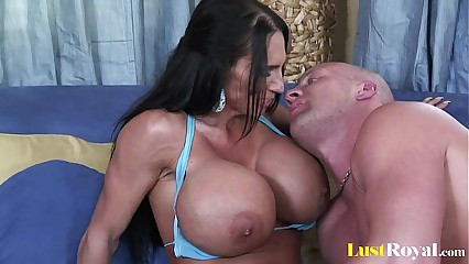 Awfully domineer mother Lisa Lipps loves encircling have sex