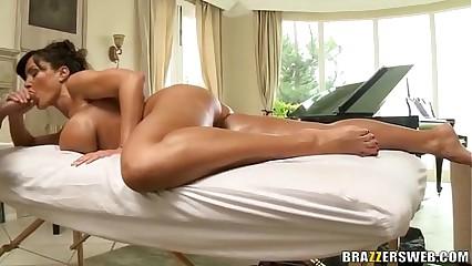 Hot MILF Lisa Ann gives meticulous blowjob
