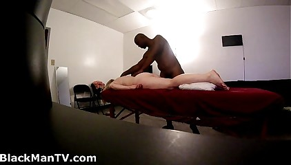 Bazaar soccer mama gets BlackManMassage (Hidden Cam)