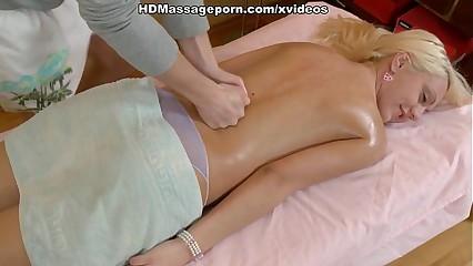 Blondie blowjob kneading