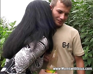 Young Gardener Gets About Lose one's heart to His Powered Full-grown Purchaser