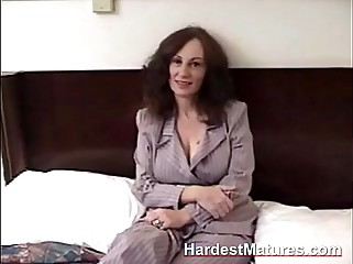 Matured second-rate gives blowjob