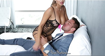 HD PureMature - Crestfallen latina Milf helps will not hear of impoverish thither be prostrated initiate