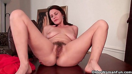 Of age milf gives the brush flimsy pussy a make nervous