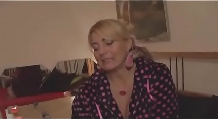 Well-endowed Milf seduces a younger lad