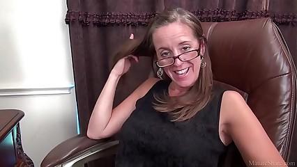 Crestfallen MILF porn pic Julie