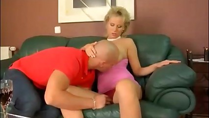 Hot tow-haired MILF roughly heavy elegant on the level knockers