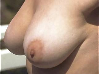 Jennifer Aniston Topless: http://bit.ly/1DA1fb0