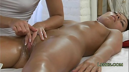 Subfuscous gets pussy oiled together with massaged