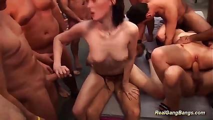 groupsex swinger corps orgy