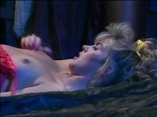 Muffy Dramatize expunge Devil Overlay (1992) - Busy Coating