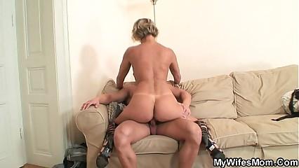 Hot mammy encircling enactment enjoys load of shit riding