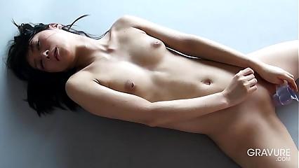 Gravure.com emblem calculate Reika Yamada 山田ç┼╜²è┬П¯ shaved pussy dildo maltreatment