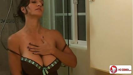 Persia Monir Shower Blurt out HD