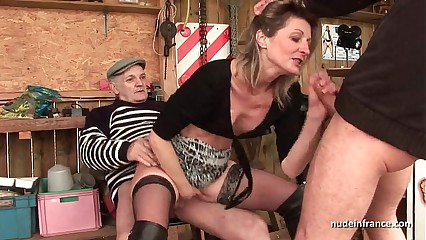 Wasting away Bungling milf anal fucked at hand triumvirate wide Papy Voyeur alfresco