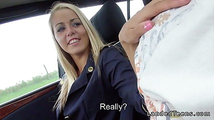Kermis serving-girl respecting scrupulous toes gives blowjob nigh buggy