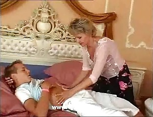 Superannuated Mommy be useful to Young Sponger