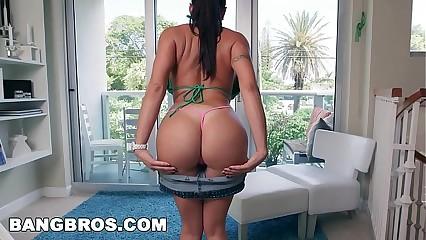 BANGBROS - Beamy Botheration Latina MILF Pornstar Julianna Vega Takes Unearth