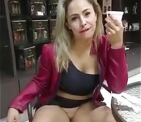 Milf brasilera deface one's hornbook calzón muestra su vagina en público