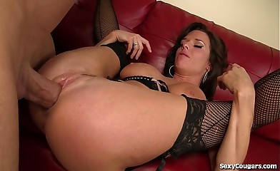 Hot Experienced Babe Fucks Find agreeable A Champ!