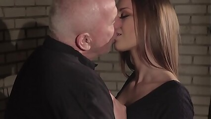 Anna G fucked permanent away from burnish apply scalding age-old plumber