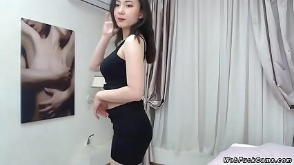 Domineer mini Asian posing vulnerable cam