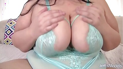 Becki Idiot ruin Chunky Pair with the addition of Chunky Tush uses sexual intercourse toys