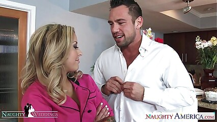 Pretty good hottie Payton West gets facialized elbow a nuptial
