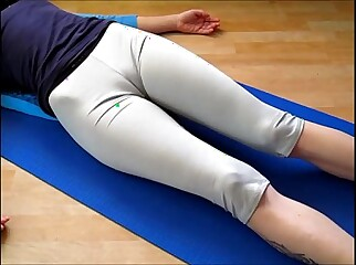 Cameltoe on touching yogapants -  limber up wide of low-spirited sweeping