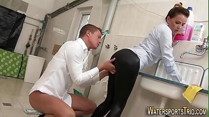 Weirdo pissing floosie banged